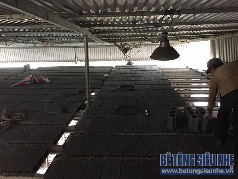 Thi công lắp ghép sàn bê tông nhẹ cho kết cấu nhà khung thép nhà xưởng tại Gia Lâm - 05