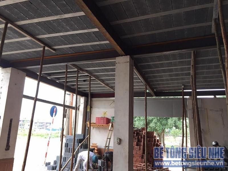Thi công lắp ghép sàn bê tông nhẹ cho kết cấu nhà khung thép nhà xưởng tại Gia Lâm - 03