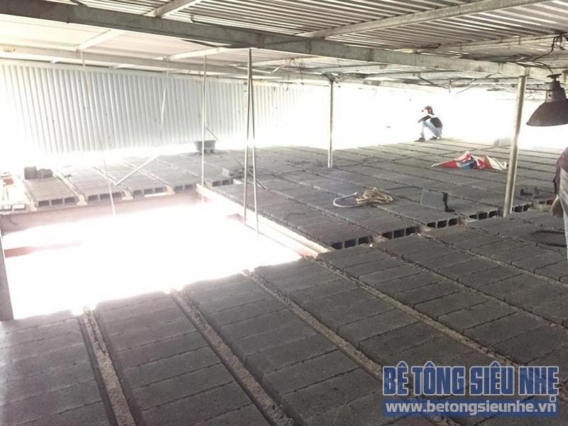 Thi công lắp ghép sàn bê tông nhẹ cho kết cấu nhà khung thép nhà xưởng tại Gia Lâm - 04