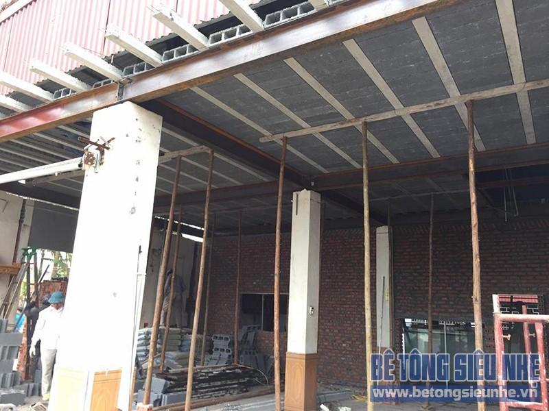 Thi công lắp ghép sàn bê tông nhẹ cho kết cấu nhà khung thép nhà xưởng tại Gia Lâm - 02