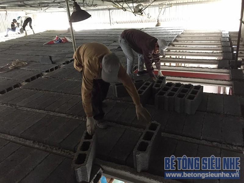 Thi công lắp ghép sàn bê tông nhẹ cho kết cấu nhà khung thép nhà xưởng tại Gia Lâm - 06