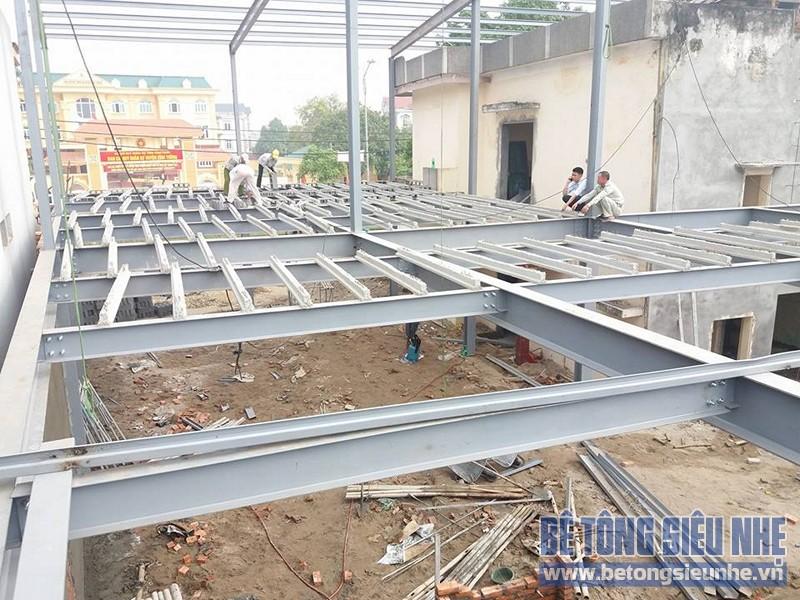 Thi công nhà khung thép sàn bê tông nhẹ công trình nhà trưng bày xe Honda, Vĩnh Phúc - 03