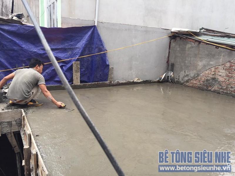 Thi công phần mái cho nhà dân dụng bằng bê tông siêu nhẹ tại phố Sủi, Gia Lâm