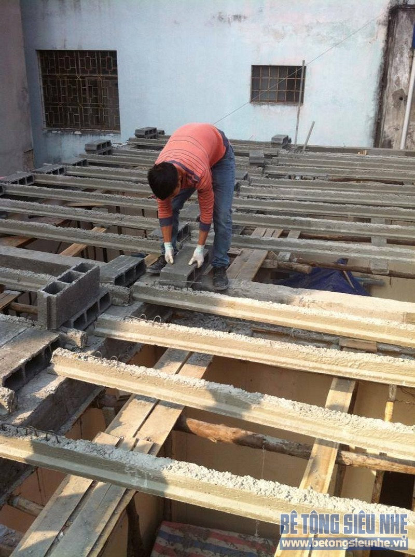 Qúa trình lắp ghép sàn bê tông siệu nhẹ làm trần nhà anh Lĩnh