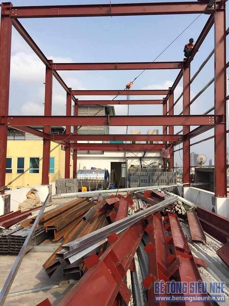 Dựng hệ khung làm nhà khung thép kết hợp sàn bê tông nhẹ cho nhà xưởng tại Thạch Thất