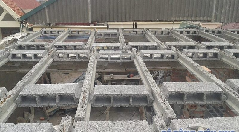 Làm trần nhà phố bằng sàn bê tông nhẹ lắp ghép công trình nhà anh Tuấn, ngõ 165 Thái Hà