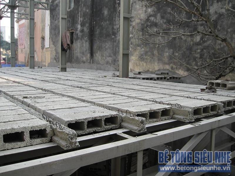 Quy trình dựng nhà khung thép, làm sàn bê tông siêu nhẹ cho nhà hàng tại Trương Định