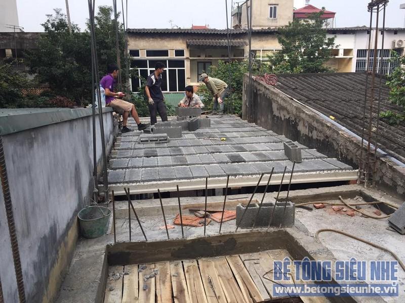 Ghép bê tông nhẹ làm mái cho nhà anh Diên tại Thạch Thất