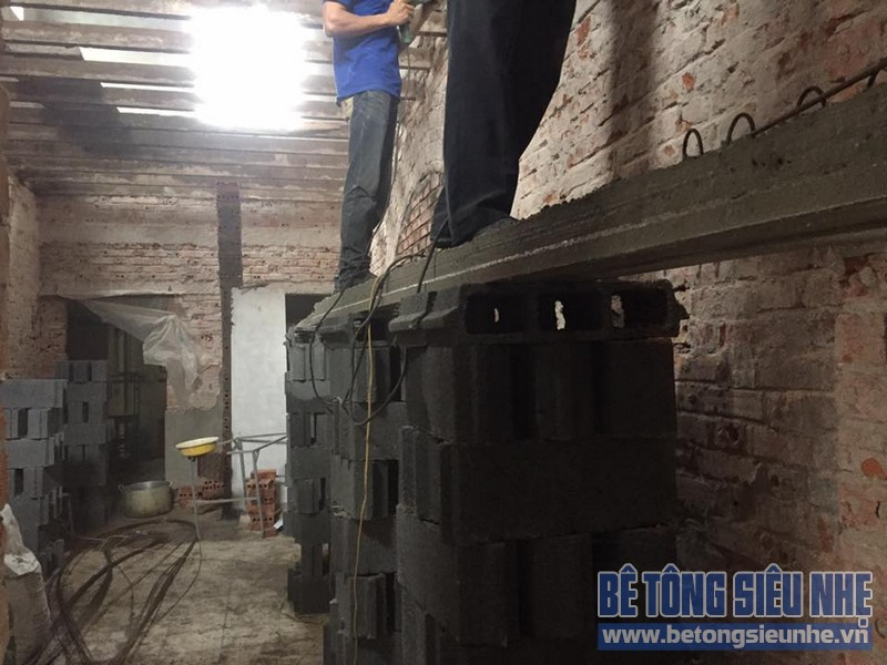 Thi công gác lửng bằng bê tông siêu nhẹ cho nhà anh Quý quận Hà Đông