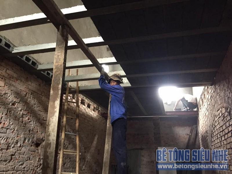 Thi công lắp ghép sàn bê tông siêu nhẹ cho nhà anh Long tại Ngô Gia Tự
