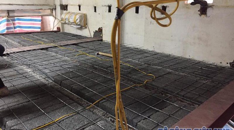 Thi công ghép mái bằng bê tông siêu nhẹ cho nhà anh Bảo tại phố Sủi, Gia Lâm