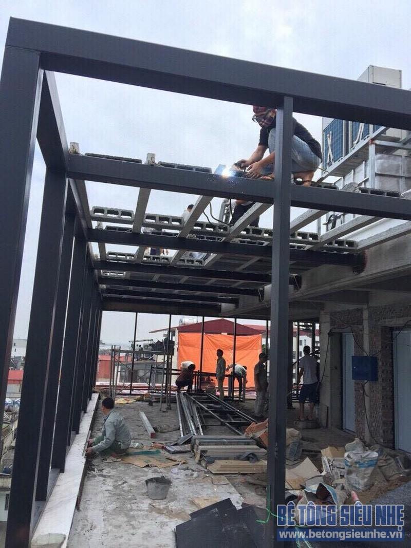 Thi công nhà khung thép kết hợp sàn bê tông siêu nhẹ tại phố cổ Hà Nội