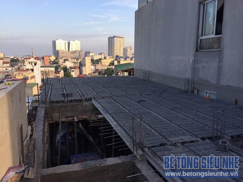 Làm trần nhà phố bằng sàn bê tông siêu nhẹ nhà anh Hưng