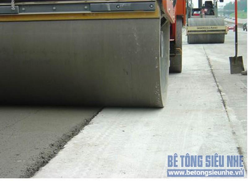 Bê tông đầm lăn cũng được ứng dụng trong xây dựng mặt đường và sân bãi