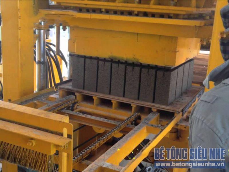 Quy trình sản xuất gạch ba vanh hiện nay còn dừng ở mức khá thủ công