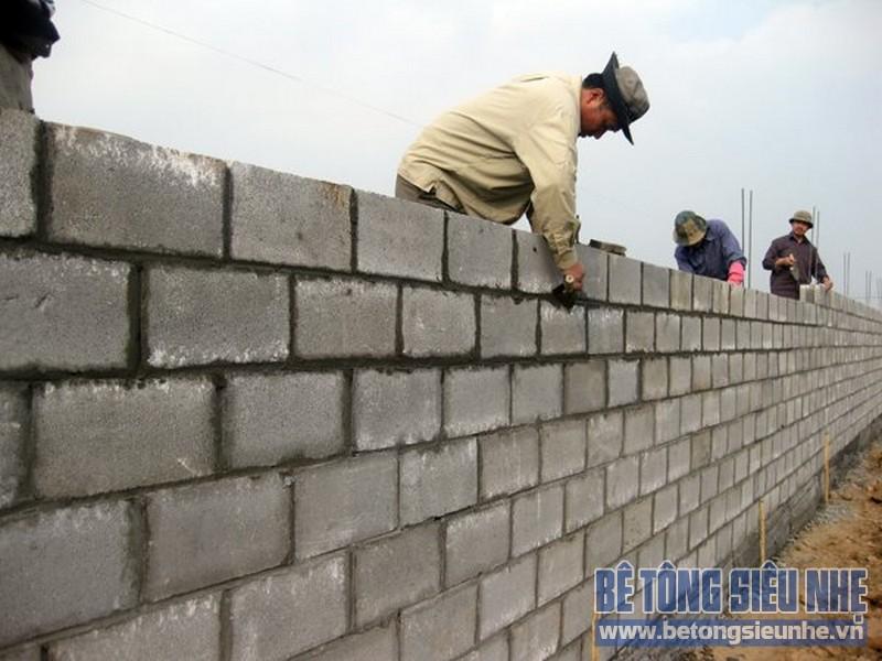 Chi phí làm móng cho nhà cao tầng có thể giảm một nửa nếu dùng toàn gạch bê tông bọt để xây tường ngăn.