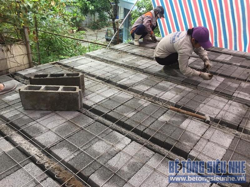 Đan lưới thép phía bên trên để cố định sàn