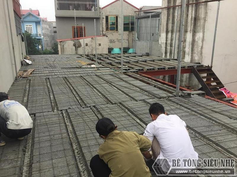 Lắp dựng nhà khung thép, làm sàn bê tông nhẹ lắp ghép cho nhà xưởng ở Đông Anh