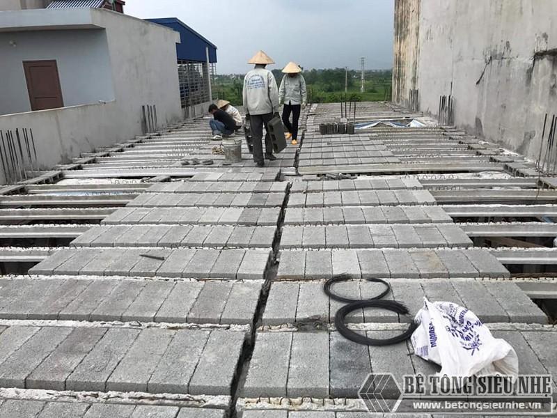 Các viên gạch block được lắp ghép vào hệ dầm dự ứng lực