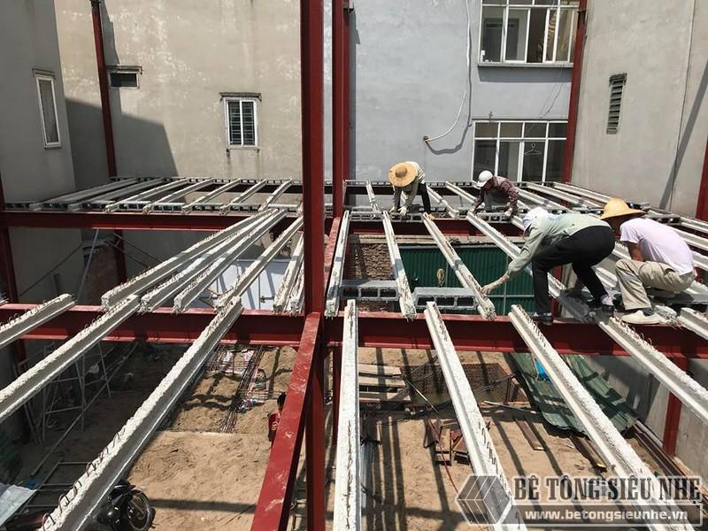 Vật tư thi công sàn bê tông nhẹ đều được đúc sẵn và dễ dàng di chuyển bằng tay
