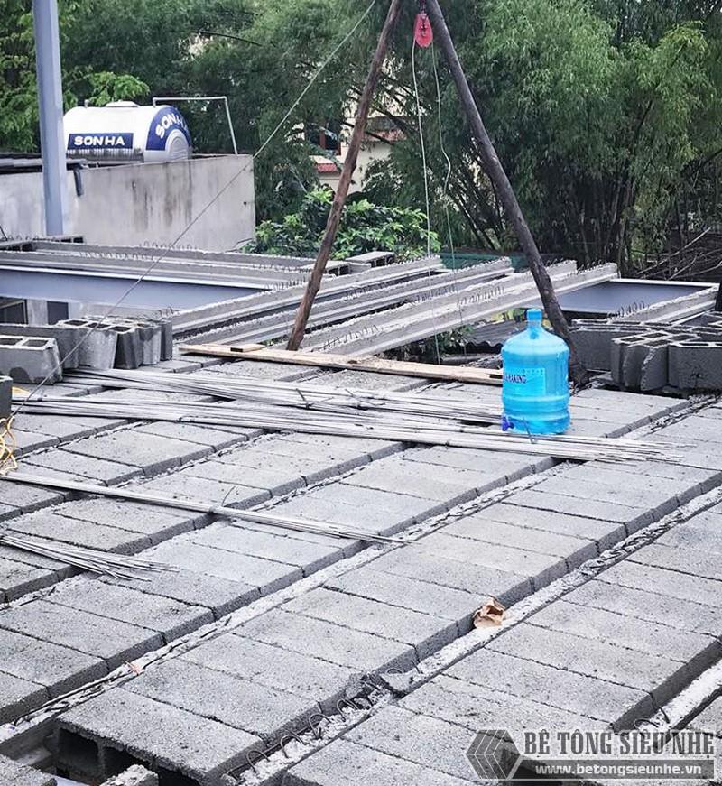 Ghép các tấm bê tông nhẹ Xuân Mai lên hệ dầm dự ứng lực
