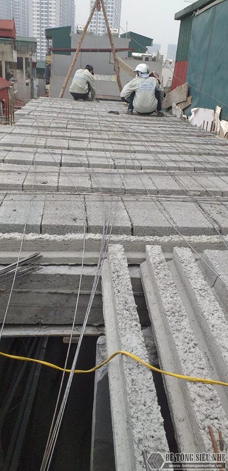 Thi công sàn bê tông nhẹ tại nhà anh Điển - Sàn được ghé từ dầm bê tông đúc sẵn và các tấm bê tông nhẹ đúc sẵn