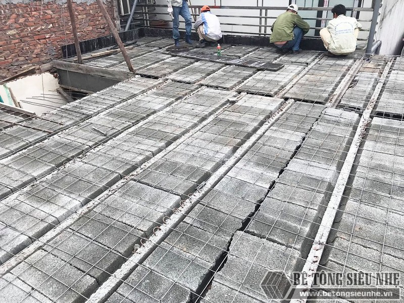 Thi công bê tông siêu nhẹ để nâng tầng cho nhà anh Hoặc, Mê Linh, Hà Nội - 05