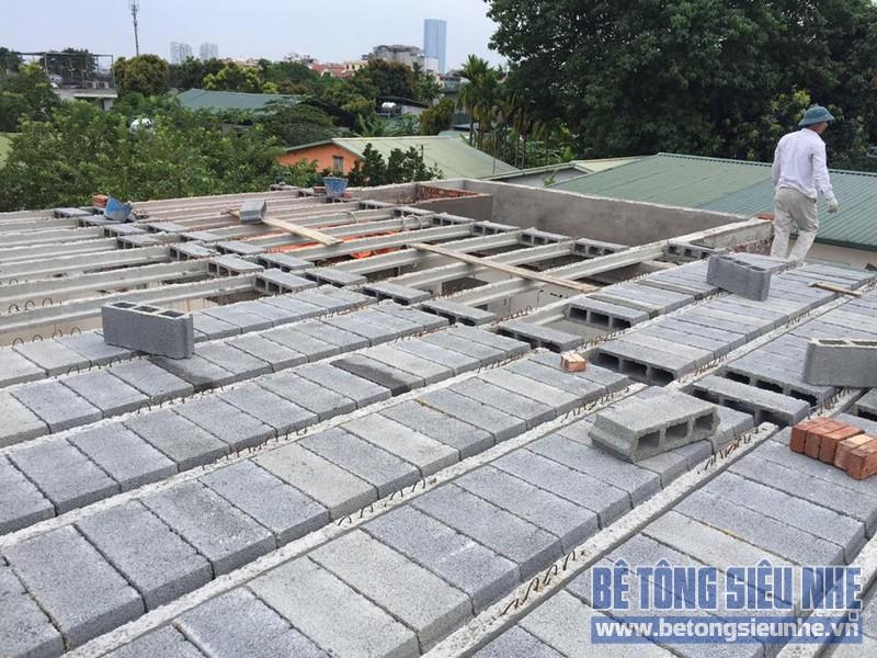 Xây nhà nhanh hơn bằng khung thép tiền chế và sàn bê tông nhẹ