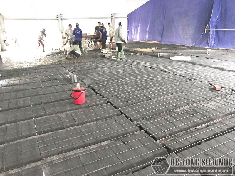 Xây nhà hàng 300m2 bằng khung thép tiền chế, sàn bê tông nhẹ
