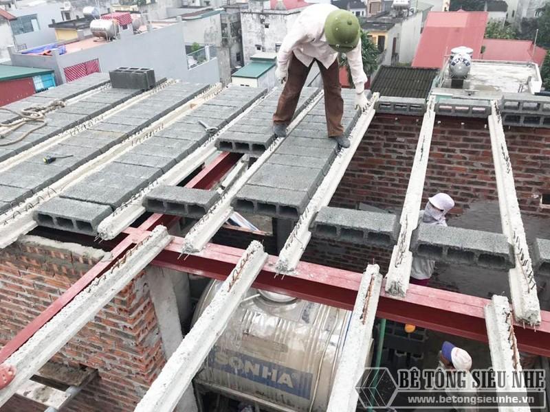 Xây nhà lắp ghép bằng khung thép tiền chế và sàn bê tông nhẹ
