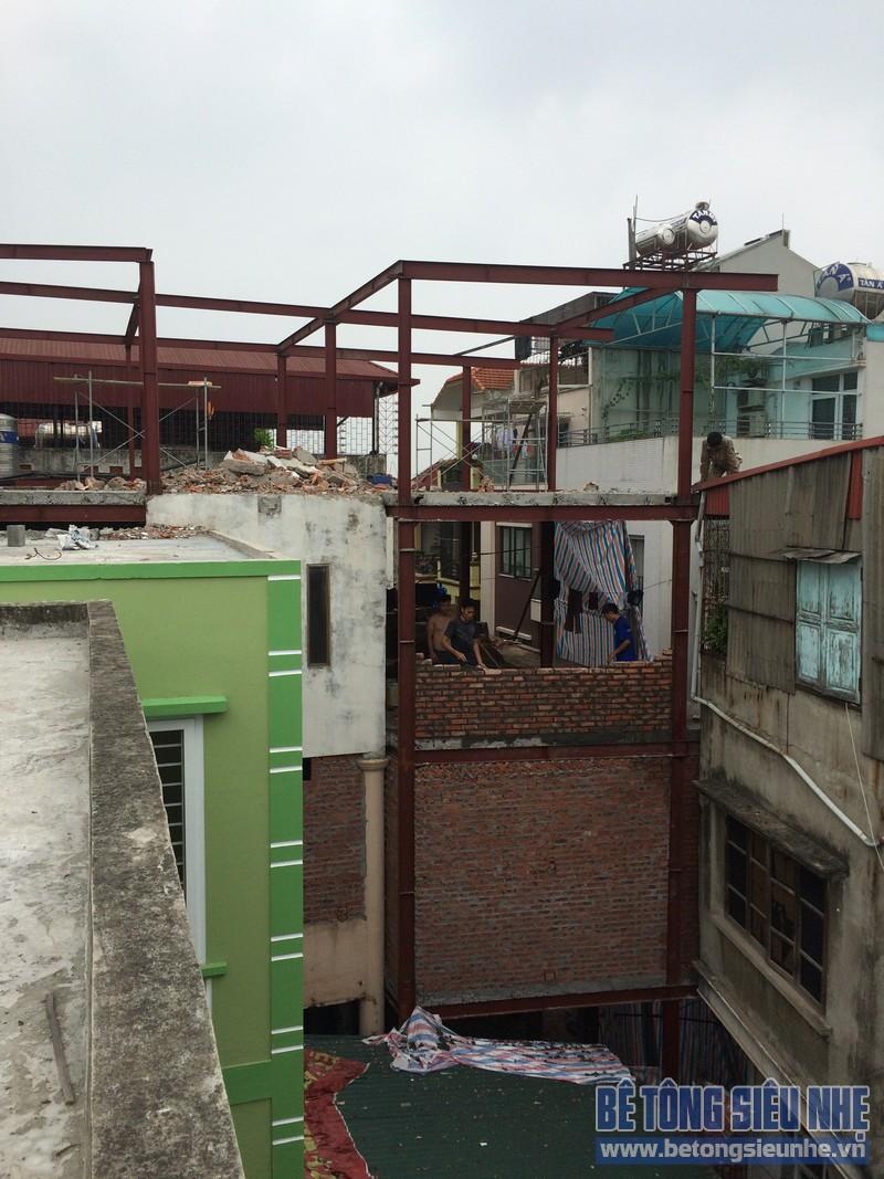 Xây nhà cao tầng bằng phương pháp dựng khung thép tiền chế và sàn bê tông nhẹ - công trình thực tế của betongsieunhe.vn tại Hà Nội