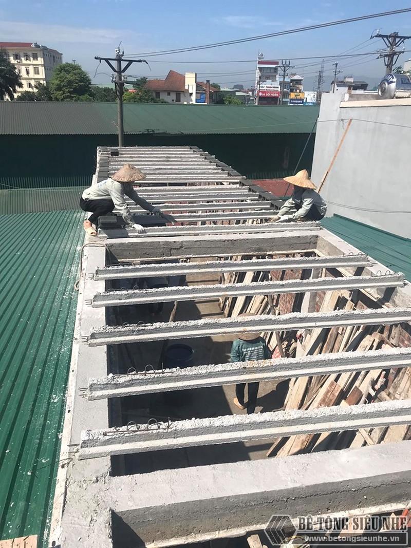 Mẫu xây nhà bằng bê tông nhẹ kiểu 1: chỉ làm sàn bê tông nhẹ sau khi đổ cột, xây tường