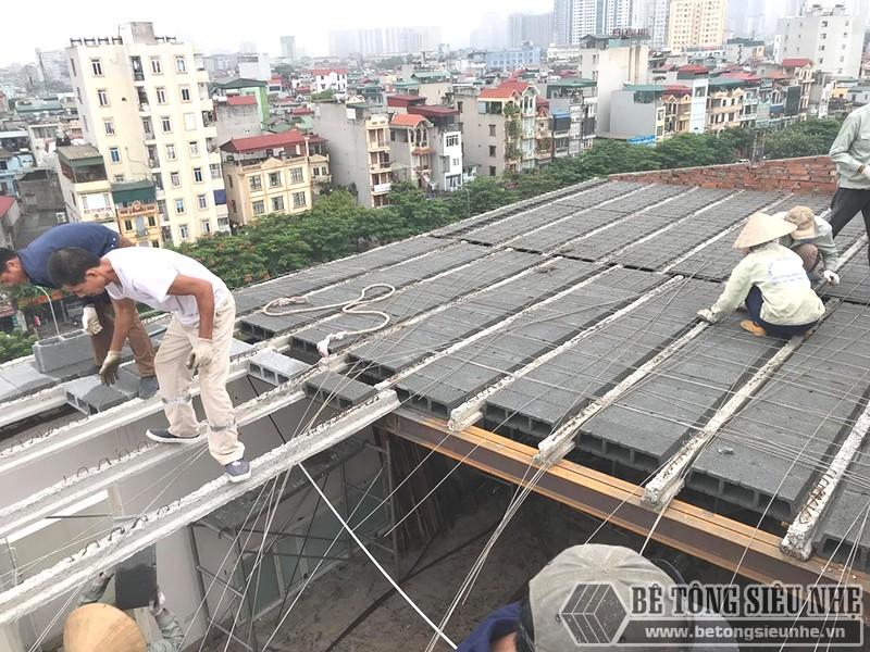 Xây nhà bằng khung thép, bê tông nhẹ chủ yếu sử dụng các loại vật tư đúc sẵn