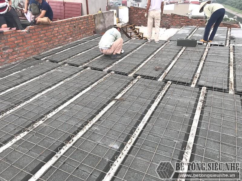 Đan lưới thép quy chuẩn 15cm*15cm để liên kết tấm bê tông nhẹ với dầm dự ứng lực