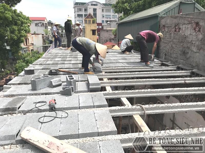 Gạch cốt liệu hay còn gọi là gạch block được lắp lần lượt vào các thanh dầm dự ứng lực