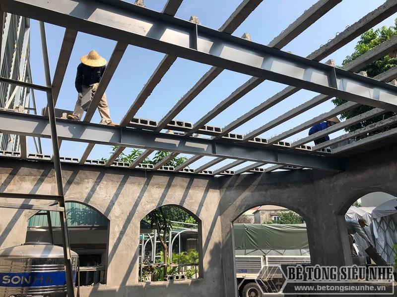 Hệ khung thép đã được những người thợ đến từ betongsieunhe.vn dựng hoàn thiện trong 1 ngày