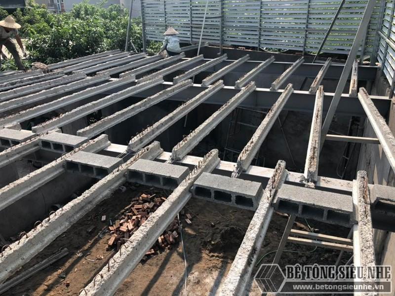 Dầm chịu lực dựng đến đâu, gạch block được đặt ngay đến đó để tiết kiệm thời gia