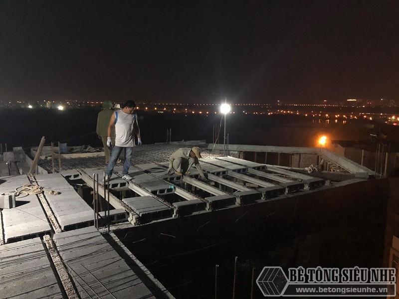 Lắp ghép sàn bê tông nhẹ trong đêm tại Gia Lâm, nhà anh Bá (P1)