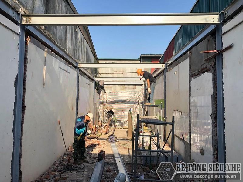 Từng bước hoàn thiện phần khung của ngôi nhà bằng thép tiền chế