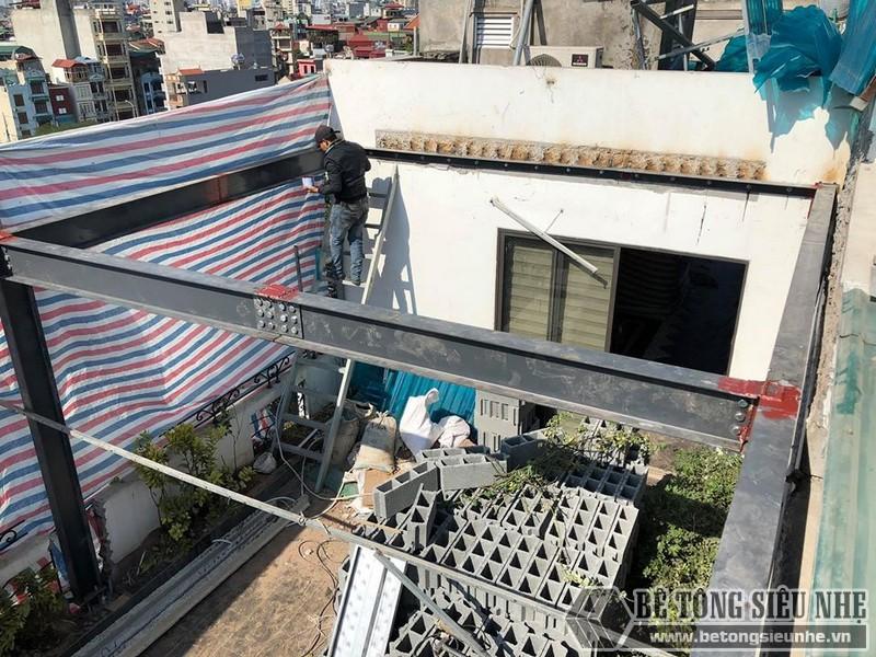 Bê Tông Siêu Nhẹ vận chuyển đủ số lượng vật tư thi công xuống địa điểm nhà chú Phái và sắp xếp ngăn nắp trên tầng thượng căn nhà - 02