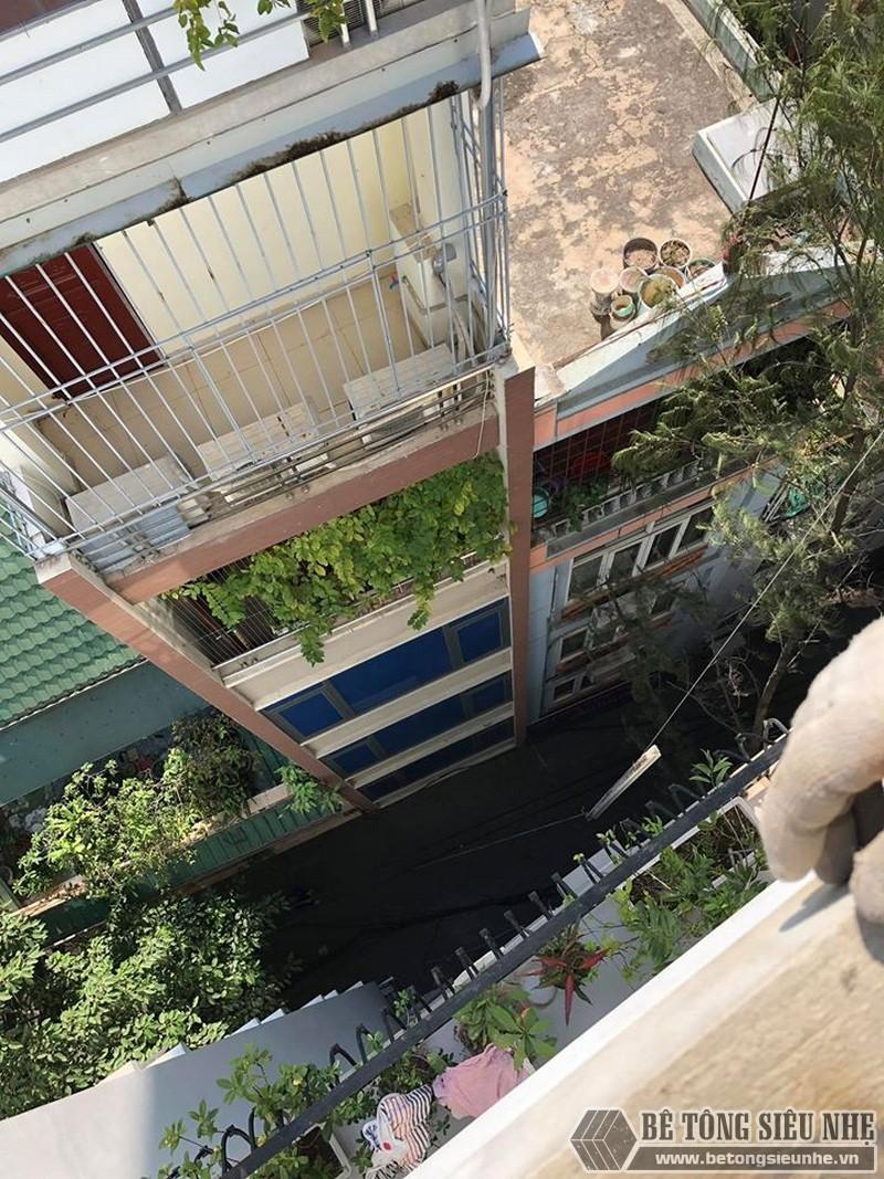 Bê Tông Siêu Nhẹ vận chuyển đủ số lượng vật tư thi công xuống địa điểm nhà chú Phái và sắp xếp ngăn nắp trên tầng thượng căn nhà - 01