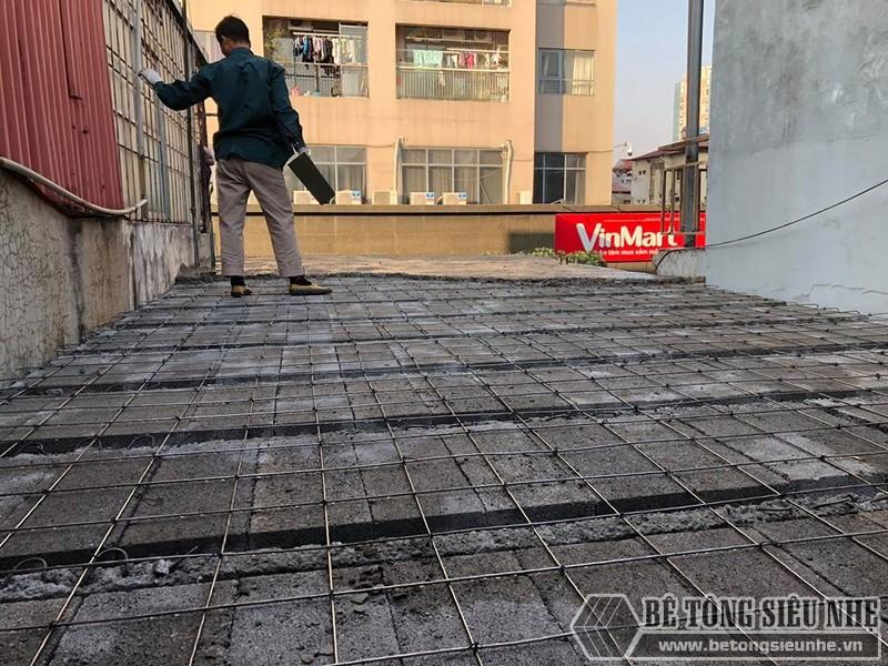 Giai đoạn đan lưới thép quy chuẩn 150*150cm được thực hiện ngay sau khi gạch block được lắp ghép xong