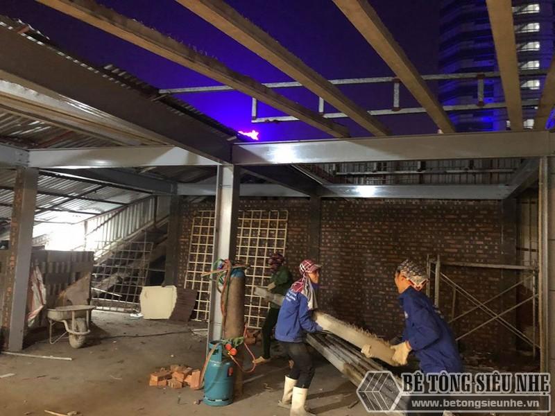 Xây nhà dân dụng thâu đêm bằng khung thép tiền chế và sàn bê tông nhẹ tại Yên Hòa, Cầu Giấy, Hà Nội