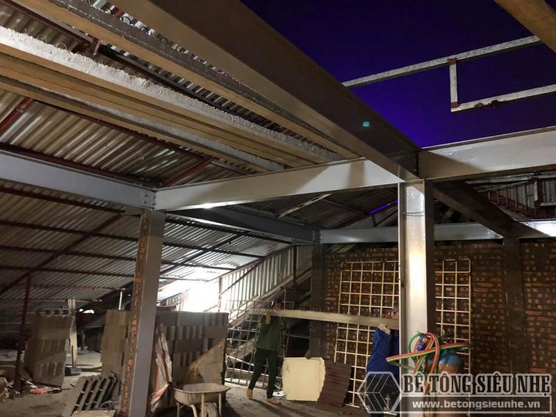 Xây nhà dân dụng thâu đêm bằng khung thép tiền chế và sàn bê tông nhẹ tại Yên Hòa, Cầu Giấy, Hà Nội - 09