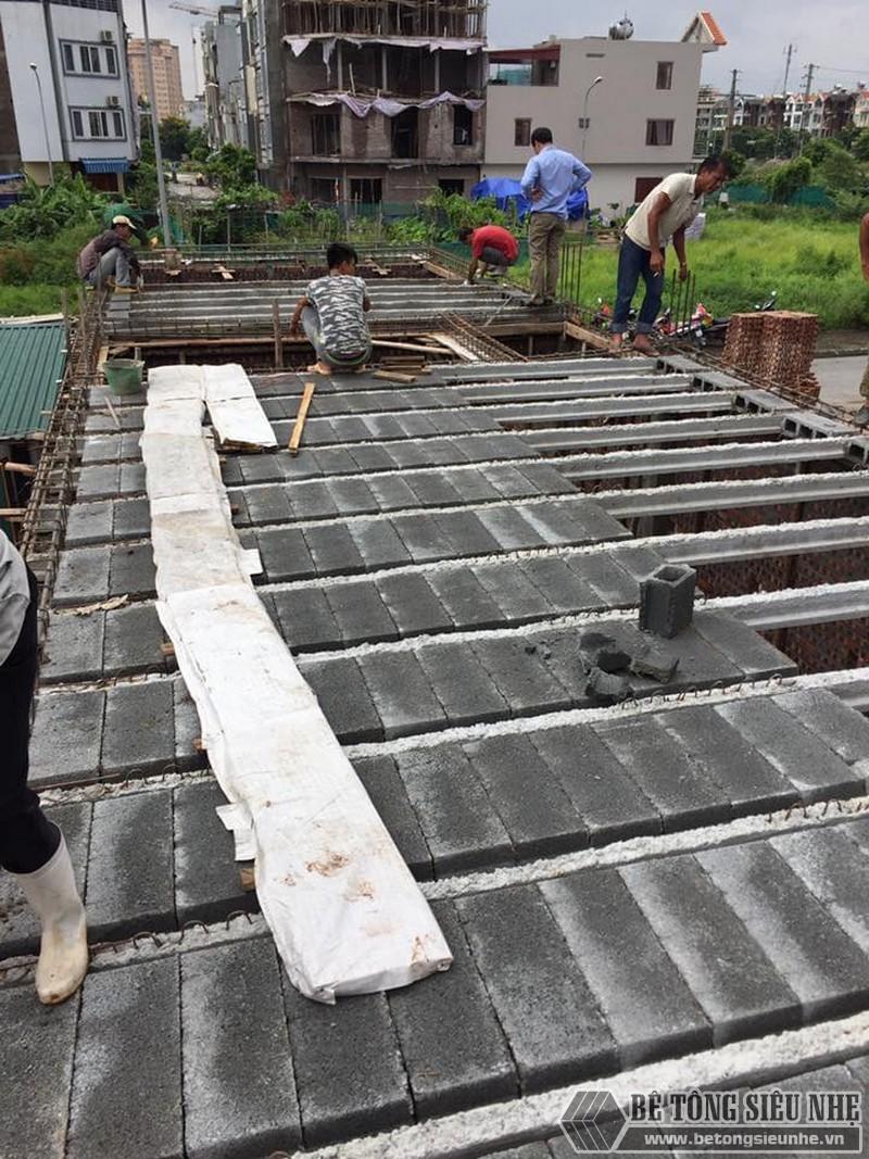 Hình ảnh lắp sàn bê tông siêu nhẹ cho công trình ngoại thành Hà Nội