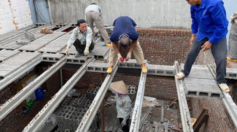 Hình ảnh lắp sàn bê tông nhẹ Xuân Mai tại Tây Hồ, nhà bác Trung