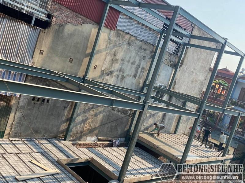 Hình ảnh thi công nhà phố khung thép 3 tầng kết hợp sàn bê tông nhẹ tại Hoàng Mai nhà anh Toàn - 01